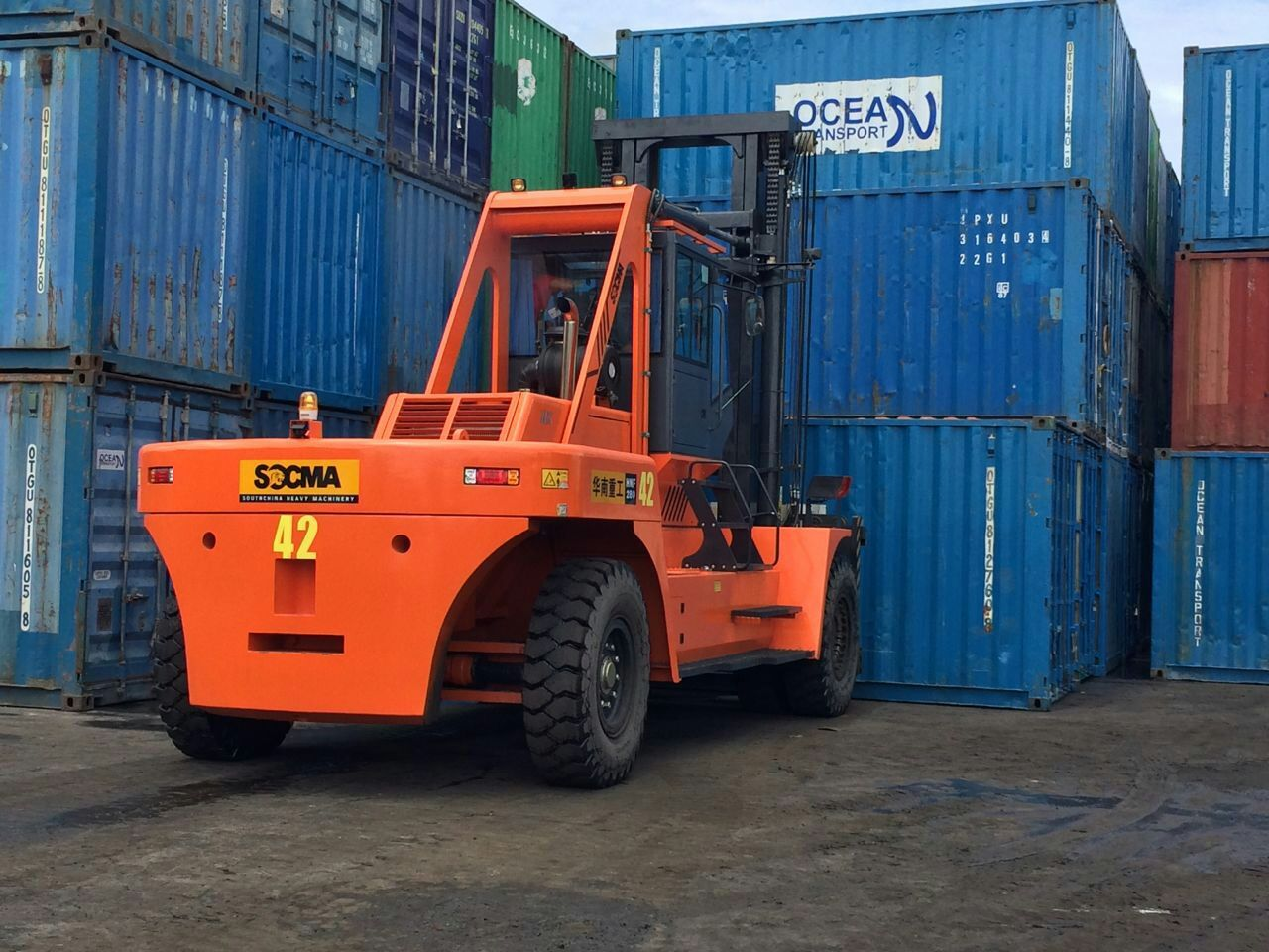 container forklift 28t